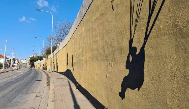 Na zdi v Praze ožívá příběh Anthropoidu. Hotovo bude do konce dubna