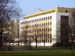 Anonym nahlásil bombu na ministerstvu vnitra. Policie evakuovala asi 500 lidí