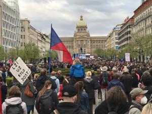 Na Václavském náměstí demonstrovaly tisíce lidí proti Zemanovi