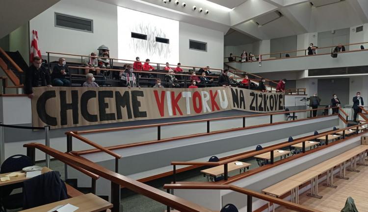 Viktorka Žižkov nejspíš přijde o ligu. Radnice nechce prodat stadion developerovi