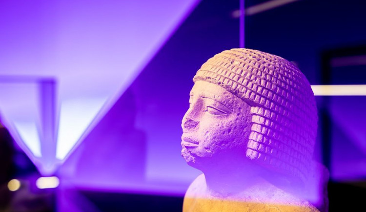 Lidé vykoupili výstavu Sluneční králové. Muzeum zvažuje prodloužení otevírací doby