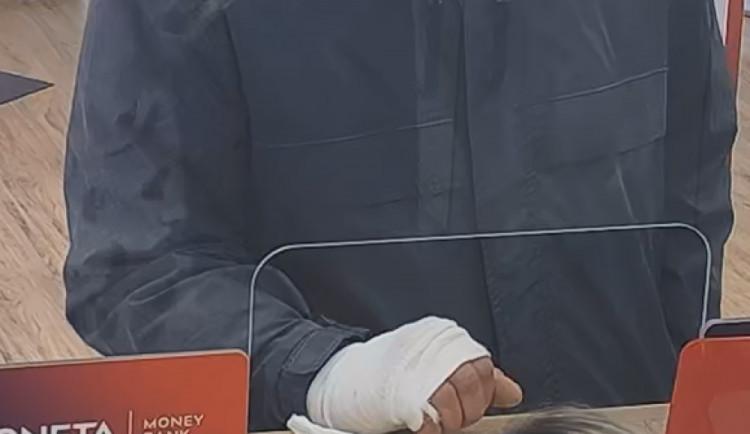 Policie dopadla muže, který vykradl banku v Praze. Hrozí mu deset let vězení