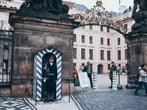 Pražský hrad obnovil plošné bezpečnostní kontroly návštěvníků