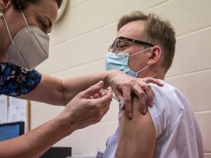 V Praze stále ubývá nakažených koronavirem. Ve čtvrtek bylo očkováno přes 11 tisíc lidí
