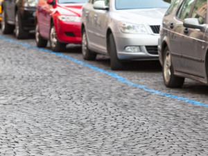 Parkovací zóny budouna celé Desítce už od července, radnicespouští prodej oprávnění