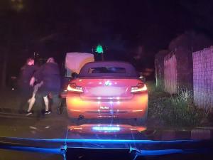 Muž v BMW ujížděl policistům noční Prahou. Poté si přelezl na zadní sedadlo a tvrdil, že neřídil