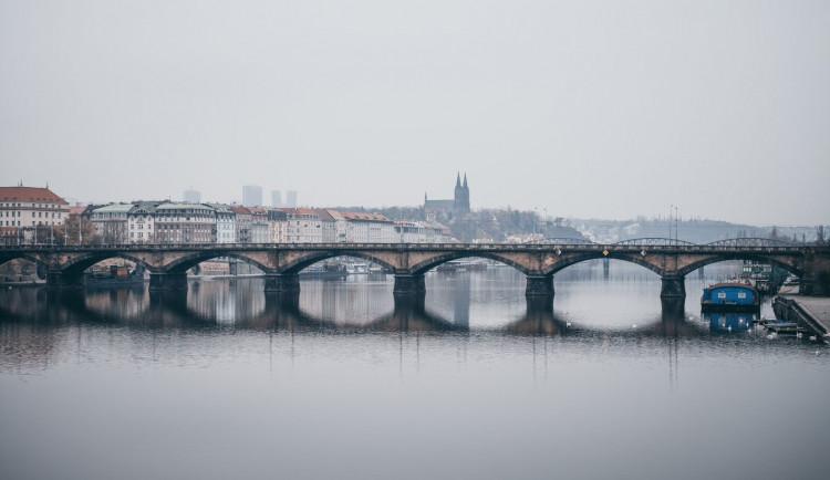 Praha se připravuje na povodně. Uzavírají se náplavky a protipovodňová vrata