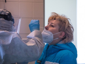 Poprvé od srpna přibylo v Praze v pracovní den méně než 100 nakažených koronavirem