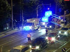 V centru Prahy se v noci poprali cizinci. Tři z nich byli pobodaní, jeden skončil v umělém spánku