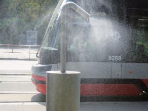 Prahu 8 opět v létě osvěží mlžicí zařízení. Objeví se na Karlínském náměstí nebo na Florenci