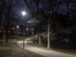 V pražských parcích jsou nové chytré lampy, které samy ohlásí poruchu