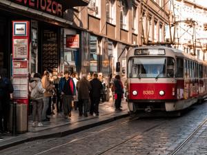 Propad příjmů z jízdenek v pražské MHD byl loni kvůli koronaviru přes jednu miliardu korun