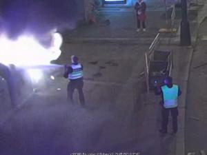V centru Prahy u hlavního nádraží hořel kontejner na papír
