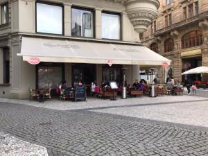 Praha podnikatelům odpustila poplatek za předzahrádky do konce července