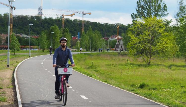 Cyklostezka na Rohanské ostrově je opět v provozu. Dostala nový povrch i osvětlení