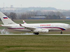 Pro zaměstnance ruské ambasády dnes do Prahy přiletí první speciál z Moskvy