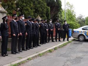 Pražští policisté byli oceněni za zásah při dubnovém požáru