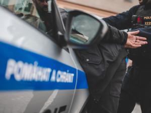 Muž nožem napadl revizora v tramvaji. Policisté ho zanedlouho dopadli