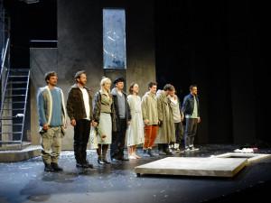 Švandovo divadlo uvedlo první premiéru v Praze. Excelentní upírce Barešové sekundoval fenomenální Hes
