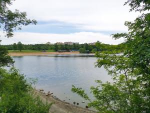 Kam o víkendu? Hostivařská přehrada láká na nudapláž, rybaření i kulturu