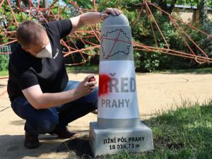 Patník nově znázorňuje střed Prahy. Hlavním cílem je pobavit lidi, říká starosta