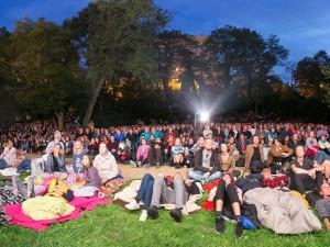 Letní kino U Keplera zahájí sezonu kultovním filmem Kouř