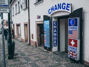 Konec škaredých reklam v Praze. Město podnikatelům přispěje na kultivovanou propagaci