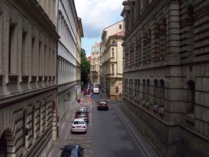 Most přes Divadelní ulici se začne opravovat 17. června. Řidiči se musejí připravit na omezení