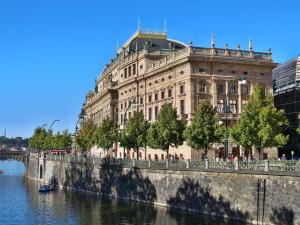 Orchestry Národního divadla a Státní opery budou hrát na lodi na Vltavě