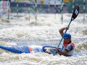 Velký úspěch ve Světovém poháru ve vodním slalomu. Prskavec vyhrál úvodní závod