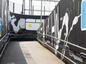 V Praze vznikla další nástěnná malba. Abstraktní plán Prahy mohou lidé obdivovat na Žižkově