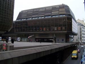 Oprava garáží pod Národním divadlem bude stát téměř 200 milionů. Hotovo by mělo být v prosinci
