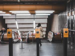 Pražskou hromadnou dopravu využívá denně o 23 až 41 procent méně lidí než před pandemií