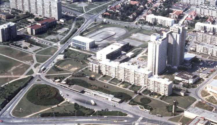 První obyvatelé největšího pražského sídliště převzali dekrety před 45 lety