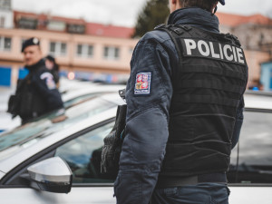 Autobus v Praze 6 srazil ženu. Seniorka svým zraněním i přes oživování podlehla