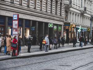 Nezmírňujte protiepidemická opatření v MHD, žádá vládu pražský primátor Hřib