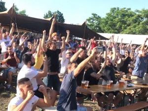 Kam na promítání fotbalu v Praze? Vybrali jsme pět míst, kde to při zápasech Čechů žije
