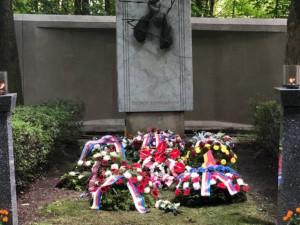Na dvou místech v Praze si lidé připomněli oběti komunismu