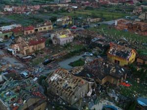 Praha pomáhá obcím po tornádu. Podívejte se, kolik pošlou městské části
