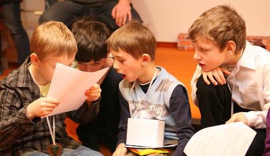 Školáci dnes převzali vysvědčení. Žákům začínají letní prázdniny