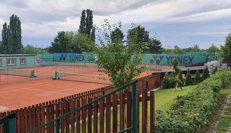 Tenisový klub Lob S.A. Bohnice láká na letní kempy. Není to žádná spartakiáda, říká trenér