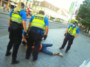 Muž ležel na ulici a nebyl schopný chůze. Nadýchal přes 2,6 promile