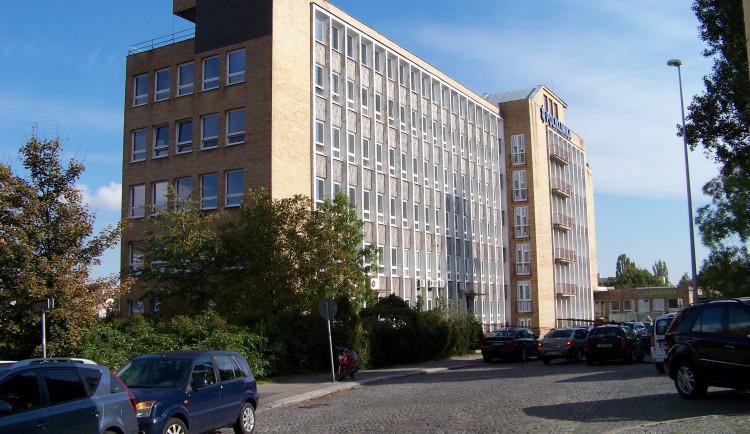 Budova polikliniky Pod Marjánkou se dočká rekonstrukce. Praha 6 vyhlásí soutěž na její podobu