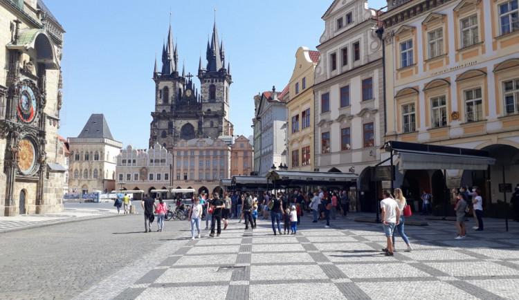Restauratérům v centru Prahy se nelíbí nová pravidla předzahrádek