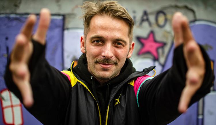 Metoděj Constantine: Citlivý rapper, mistr republiky ve slam poetry a žižkovský patriot