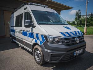 Pražští celníci dostali nové speciální auto. Pomůže jim s odhalováním drog