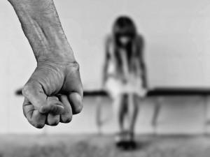 Praha 2 podpoří obětí domácího násilí. Na projekty a organizace dá téměř milion korun