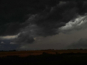 Do Prahy mají během dne dorazit silné bouřky. Platí povodňová bdělost