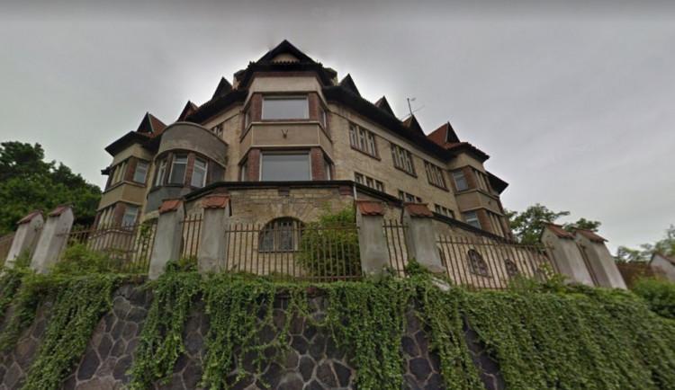Manželka spolumajitele Penty Haščáka plánuje demolici historické vily. Hřib chce jednat