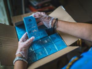 Pražští celníci odhalili padělky parfémů a herních konzolí za dvacet milionů korun